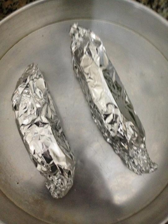 envolva no papel alumínio e coloque no forno