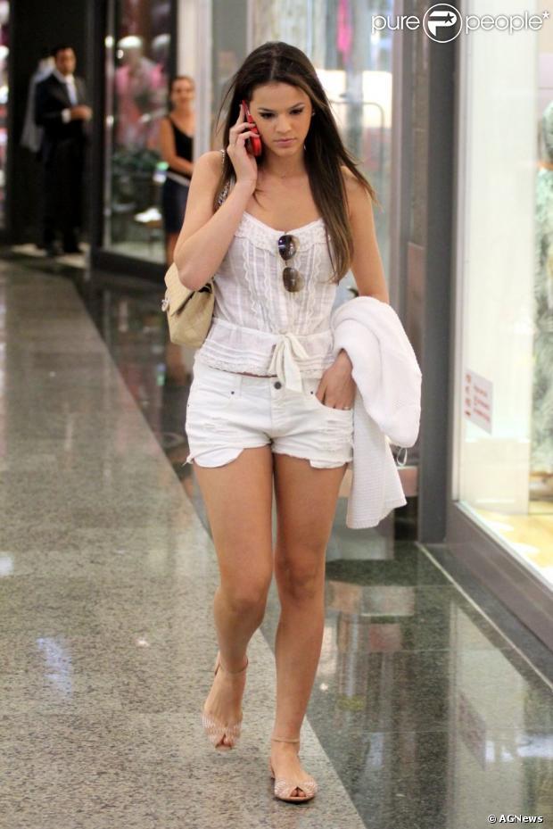 Look das Famosas:: Bruna Marquezine (4/6)
