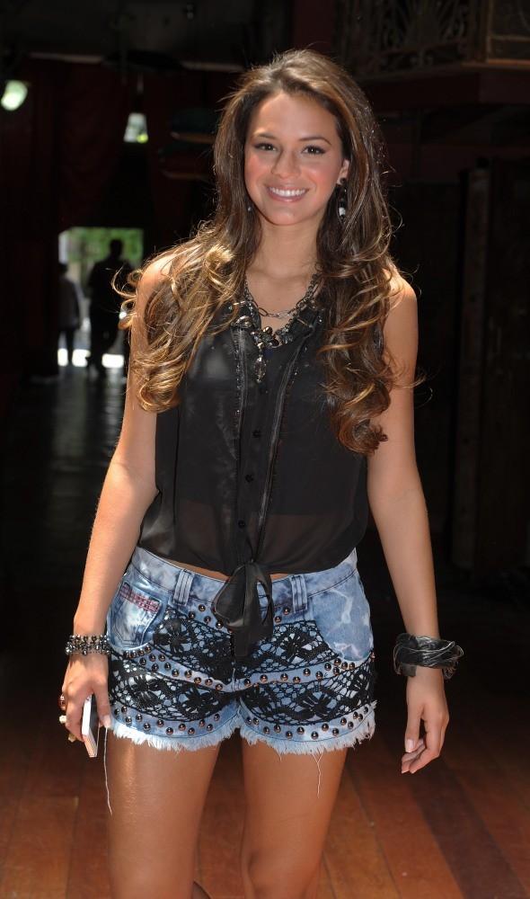 Look das Famosas:: Bruna Marquezine (2/6)